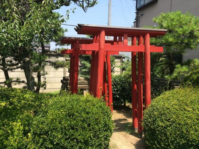 敷地内に神社もあります